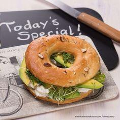 Bagels mit Avoado und Topfencreme Bagel, Creme, Veggies, Food, Cooking Recipes, Food Food, Vegetables, Meal, Essen