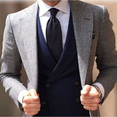 Suit and tie fixation - Simple colours and so perfect Sharp Dressed Man, Well Dressed Men, Mens Fashion Suits, Mens Suits, Men's Fashion, Fashion Menswear, Daily Fashion, Trendy Butler, Traje Casual