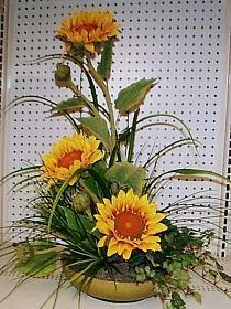 Sunflower arrangement by kyong Sunflower Arrangements, Modern Flower Arrangements, Fall Arrangements, Church Flowers, Fall Flowers, Beautiful Flowers, Ikebana, Fall Wedding Bouquets, Japanese Flowers