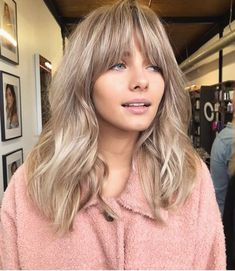 Blonde hair hair in 2019 hair styles, hair cuts, blonde hair Blonde Bangs, Blonde Hair Shades, Blonde Ombre, Blonde Balayage, Blonde Hair With Fringe, Dark Blonde Hair, Blonde Brunette, Fringe Bangs, Balayage With Fringe