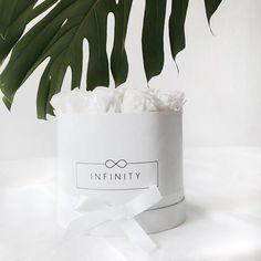 Simpel und elegant. Locker leichte Dekoration für jedes zu Hause. Unsere Blumenbox unterstützt gleichzeitig wohltätige Zwecke. Neugierig?