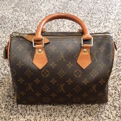 💥💥1 DAY SALE! Early 2000s LV Speedy 25 Monogram I took great care of this purse. Authentic, comes with padlock, 2 keys and dustbag. Not ready to part ways with it but i need a bigger one. Needs a new owner that will take care of it as I did. More pix in separate listing. Trade price $850. Louis Vuitton Bags