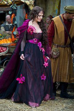 Da Vinci's Demons, Lucrezia Donati (costume)