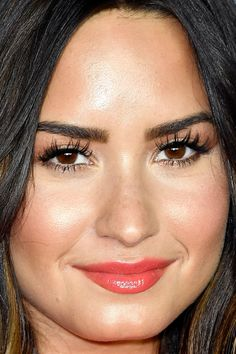 Close-up of Demi Lovato at the 2017 Kids' Choice Awards.