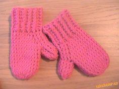 Tyto rukavičky jsou z Lady luxus na háčku č. 3 (ten silnější nemůžu najít),na holčičku 20měsíců, tak...