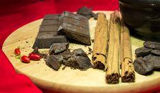 """ChocoModica, Festival siciliano del cioccolato. Qui il """"cibo degli dei"""" è presentato in tutta la sua varietà di forme e gusti, dal più dolce al più piccante. ChocoModica, chocolate Sicilian Festival, where the """"food of the gods"""" is presented in all its variety of forms and tastes, from the sweetest to the spiciest. #visitsicily #sicilianfood #yummysicily"""