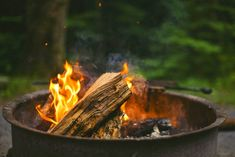 Make a DIY Fire Starter Kit for your Survival But Out Bag! Whether for camping or emergency preparedness, having the proper tools to start a fire is a must. We share the best tips and ideas! Borax Cleaning, Diy Home Cleaning, Bathroom Cleaning Hacks, Household Cleaning Tips, House Cleaning Tips, Diy Cleaning Products, Cleaning Stove, Cleaning Wipes, House Smell Good