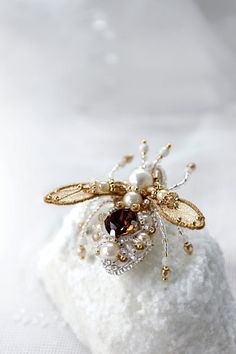 Small Honey Bee pin Pearl brown gold Bee by PurePearlBoutique