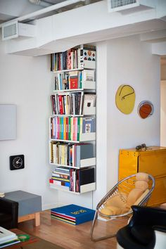 Sue and Alan Ravitz's 606 Universal Shelving System and Otto Zapf Softline Series storage system in New York Interior Design Inspiration, Home Interior Design, Room Inspiration, Interior Architecture, Interior Decorating, Apartments Decorating, Appartement Design, Interiores Design, Room Interior