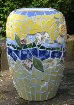 Mosaic vase by Renske Hoekstra, 2014 www. Mosaic Planters, Mosaic Garden Art, Mosaic Vase, Mosaic Flower Pots, Mosaic Stepping Stones, Mosaic Supplies, Broken China, 10 Picture, Mosaic Ideas