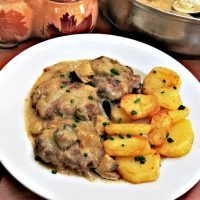 Recept : Ruský biftek | ReceptyOnLine.cz - kuchařka, recepty a inspirace Food And Drink, Chicken, Meat, Kitchen, Drinks, Recipes, Drinking, Cooking, Beverages