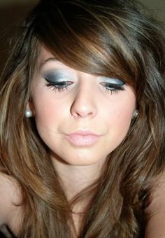 like her make up and hair =]