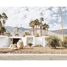 Mid-century architecture: Mid-century modern architecture projects in Palm Springs Palm Springs Häuser, Palm Springs Style, Desert Homes, Residential Architecture, Minimal Architecture, House Architecture, Mid Century House, Spring Home, Mid Century Modern Furniture