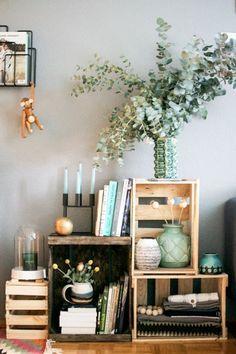 Los muebles reciclados le dan un aire fresco y original a tu hogar. Encuentra ideas en este artículo de 1001 Consejos. | muebles reciclados cajas de madera -  reciclaje decoración hogar ideas. #decoraciondeinteriores #ecotips