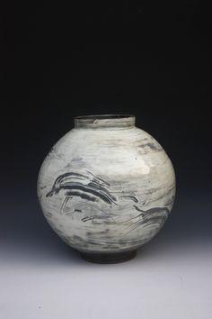 (Korea) Porcelain Moon Jar by Kang-Hyo Lee(이강효), Korean artist.