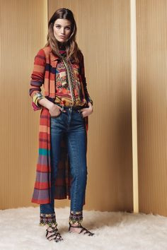 Etro Resort 2017 Fashion Show Collection: See the complete Etro Resort 2017 collection. Look 4 Kimono Fashion, Boho Fashion, High Fashion, Fashion Design, Fashion Week, Fashion 2017, Fashion Trends, Style Casual, My Style