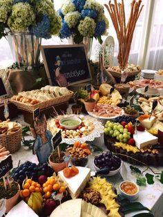Mesa de Quesos de Culinaria Catering De Silvia F.M Party Trays, Party Platters, Food Platters, Cheese Platters, Appetizers Table, Wedding Appetizers, Appetizer Recipes, Appetizer Table Display, Antipasto