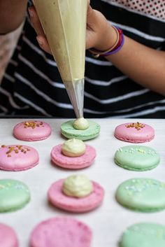 Macaroons. Finally an easy to follow recipe! I want to try this soon.