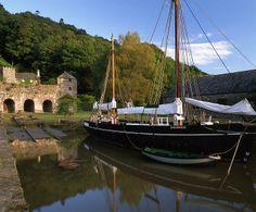 UK, Cornwall, Calstock Quay, Shamrock Barge at Morwelham Quay tourist…
