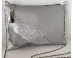 Sac pochette bandoulière en simili cuir gris perle