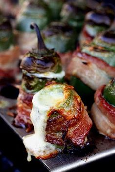 Who'd have thought it would be possible to improve jalapeno poppers? Grilled Bacon Wrapped Jalapeno Poppers with Vintage Cheddar from The Cooking Photographer. I Love Food, Good Food, Yummy Food, Yummy Yummy, Delish, Tapas, Appetizer Recipes, Appetizers, Bacon Wrapped Jalapeno Poppers