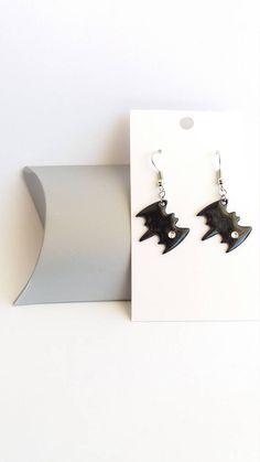 Retrouvez cet article dans ma boutique Etsy https://www.etsy.com/fr/listing/542597281/boucles-doreilles-chauve-souris-noir
