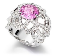 Piaget Rose - Limelight Garden Party ring in 18K white gold set with 157 brilliant-cut diamonds (approx. 1.62 cts) and a round pink sapphire (approx.4.86 cts).