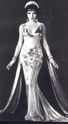 Hollywood, not vintage bellydance costume ! Movie still of Claudette Colbert as Empress Pompaea, in Cecille deMille's The Sign of the Cross. Old Hollywood, Hollywood Glamour, Classic Hollywood, Vintage Glamour, Vintage Beauty, Vintage Fashion, Vintage Art, Vintage Style, Anos 20s