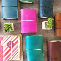 Jennifer Harvey of Chic Sparrow makes an awesome selection of traveler's notebooks! Invest in one once I'm positive the TN system works for me. Notebook Sketches, Journal Notebook, Bookbinding Tutorial, Passion Planner, Happy Planner, Notebook Covers, Leather Notebook, Planner Organization, Travelers Notebook