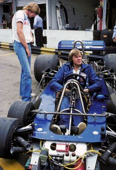 Ronnie Peterson/Tyrrell P34B/Interlagos/1977 By the way, now I notice that the other guy is James Hunt, I think.