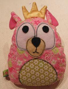 passar o tempo: ursinha rainha; inspirado nesta menina http://www.klayarsenault.com/