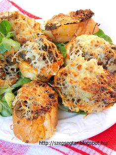 Szépségtár: Gombás melegszendvics Mushroom Toast, European Dishes, Hungarian Recipes, Kaja, Sliders, Baked Potato, Sandwiches, Stuffed Mushrooms, Snacks