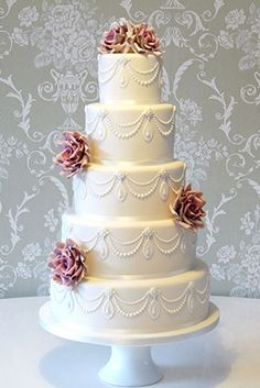 Rachelles Beautiful Bespoke wedding cakes  www.finditforweddings.com white wedding cake