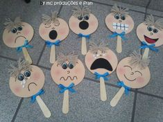 """Emociones """"Toto sa bude krásne hodiť do týždňa o zmene"""", """"cheeks with emotion for children Mais"""", """"* The lollipops emotions"""", """" How do you feel to Teaching Emotions, Emotions Activities, Circle Time Activities, English Activities, Feelings And Emotions, Kids Crafts, Diy And Crafts, Paper Crafts, Preschool Learning"""