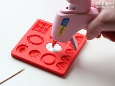 Madigan Made { simple DIY ideas }: Faux Milk Glass Jewelry Pendants