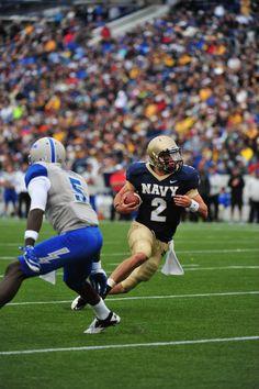 Air Force Football Go Bobby ! Navy Football, College Football, Navy Midshipmen, Go Navy, Naval Academy, Sports Uniforms, Bobby, Sailor, Air Force