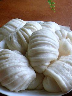 Mantou  Steamed, made of white flour, often slightly sweetened   (China)
