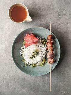Recipes from The Nest - Nem Nuong Vietnamese Meatballs Popular Appetizers, Yummy Appetizers, Appetizer Recipes, Snack Recipes, Snacks, Thanksgiving Appetizers, Christmas Appetizers, Christmas Parties, Nem Nuong