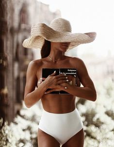 And if you asked me after a drink or three, I'd tell you I'd like to spend more than just the summer with him. I'd gulp the entire glass… Praia Casual, Look Festival, Swimsuits, Bikinis, Swimwear, Jacquemus, Photo Portrait, Summer Of Love, Style Summer
