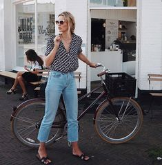 Looking for the latest street style outfits? Here are 25 street style outfits that looks stylish and fashionable in every way! Street Style Inspiration, Inspiration Mode, Mode Outfits, Casual Outfits, Fashion Outfits, Jean Outfits, Fashion Ideas, Jeans Fashion, Dress Casual