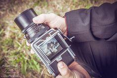 """Občas je potřeba si trochu hrát... Takhle  jsem treba """"ukradl"""" záběr kolegovi s analogovým stredoformátem... #svatba #wedding #svatebnifoto #weddingphoto #svatebnifotograf #weddingphotographer #zenich #nevesta #jiznimorava #brno #morava #hruska #svatbauhrusky #ukradenyzaber #hasselblad #stredoformat #analog #analogovyfotak #mamsvojipracirad #fotiltomilan"""