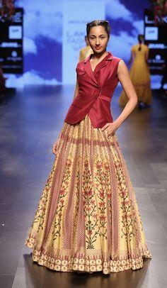 Anita-dongre_lakme-fashion-week_indian-fashion-online_indian-fashion-blog_scarlet-bindi_neha-oberoi13.jpg (557×960)