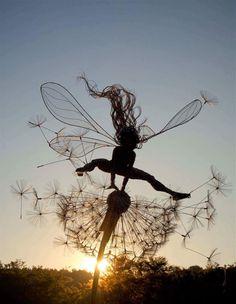 Amazing wire fairy and dandelion sculpture by Robin Wight in the UK! Robin Wight, Fantasy Wire, Foto Fantasy, Foto Macro, Foto Poster, Art Et Illustration, Fairy Art, Faeries, Metal Art