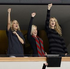 Carrie with Taylor Swift and Kellie Pickler.