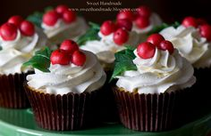 Holly Cupcakes by www.sweethandmade.blogspot.com and featured at www.cupcakesareloveee.tumblr.com #Cupcakes #Christmas #Holly
