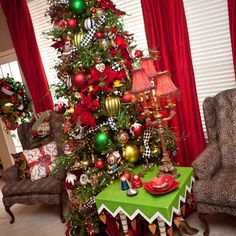 30 Gorgeous Whimsical Christmas Tree Decorating Ideas - Craft and Home Ideas Whimsical Christmas Trees, Black Christmas Trees, Christmas House Lights, Beautiful Christmas, Christmas Tree Decorations, Christmas Holidays, Cozy Christmas, Christmas 2019, Halloween Decorations