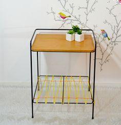 Table d'appoint, chevet, bout de canapé, porte-électrophone, bois métal et scoubidous  , vintage de la boutique atelierdelachoisille sur Etsy