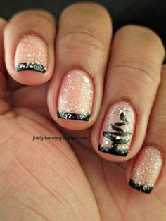 Like all those amazing nail designs you see at other women's nails and wondering hot you can DIY? We have found 7 cute nail designs step by step tutorials for fall that will demystify the process of creating nice nail art. Fancy Nails, Love Nails, How To Do Nails, Pretty Nails, Holiday Nail Art, Christmas Nail Art Designs, Xmas Nail Art, Nagel Tattoo, Xmas Nails