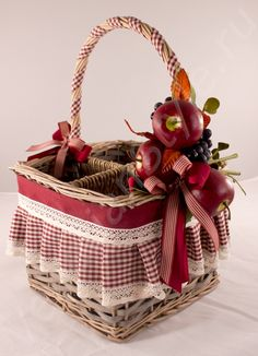 ef8ba7f6e9533d11a62b51d792ed7176 (500x691, 294Kb) Themed Gift Baskets, Diy Gift Baskets, Easter Crafts, Holiday Crafts, Decor Crafts, Diy And Crafts, Decorated Gift Bags, Wedding Gift Wrapping, Picnic Time