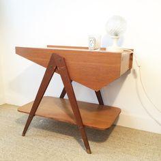 Travailleuse vintage en bois aux pieds compas marrons